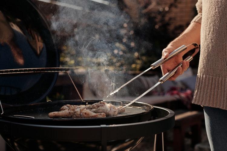 Grill ogrodowy jako przykład produktu sprzedawanego sezonowo