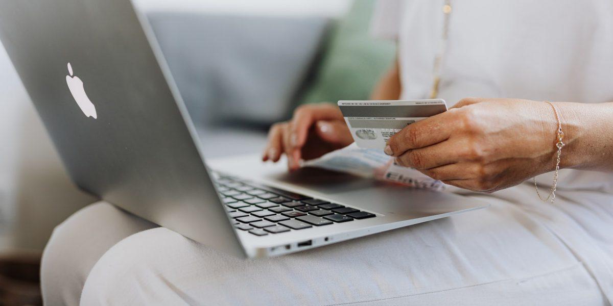 Kto najczęściej robi zakupy w Internecie?