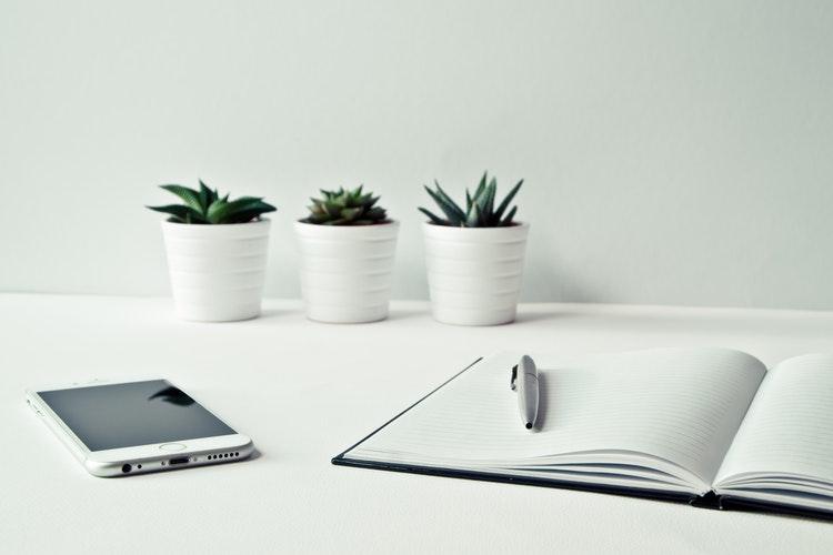 Białe znaki są zgodne z minimalistycznym stylem