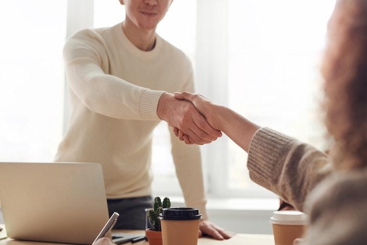 Podkreśl pozytywne cechy klientów