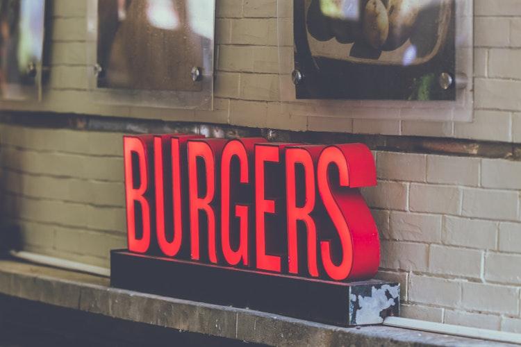 Przykłady fontów, które są popularne w2021 roku