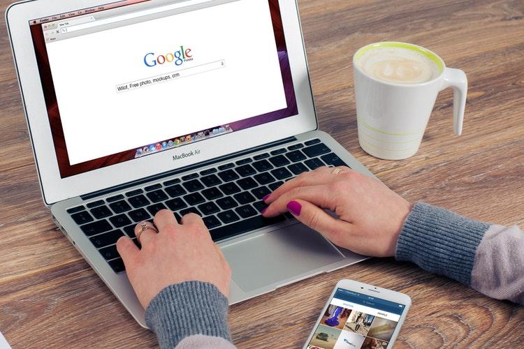 Semantyczne frazy kluczowe w wyszukiwarce Google